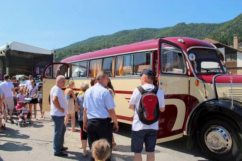 Odhod starodobnega avtobusa za Tehniški muzej Slovenije