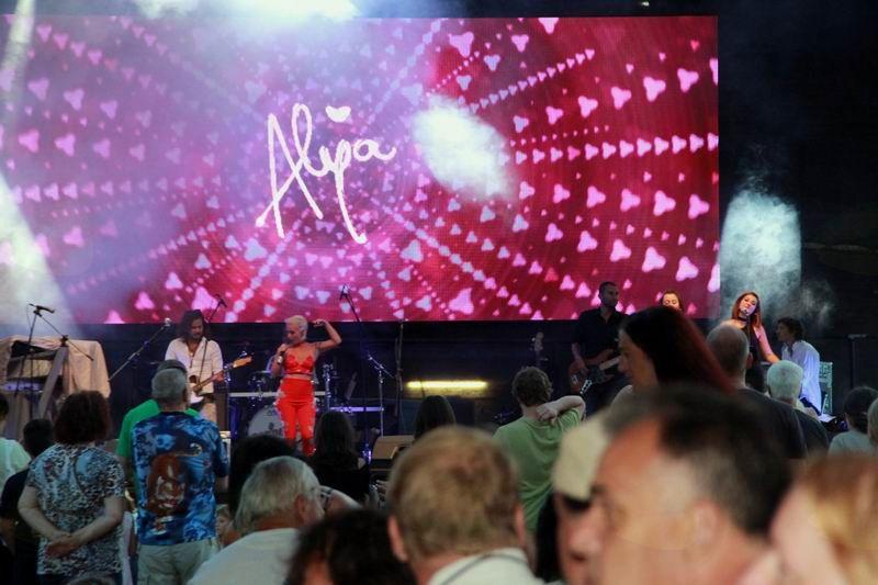 Šov Alye in njenega benda