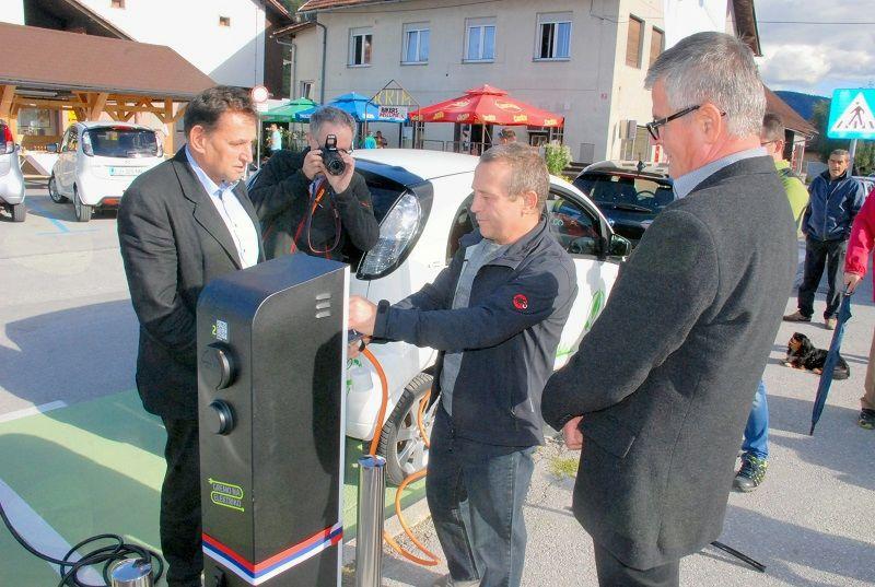 Odprtje prve javne polnilnice za električna vozila v občini Borovnica.