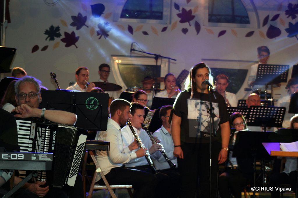 Vanesa B. in Pihalni orkester Vrhpolje