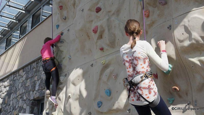 Na plezalni steni v kampu Tura