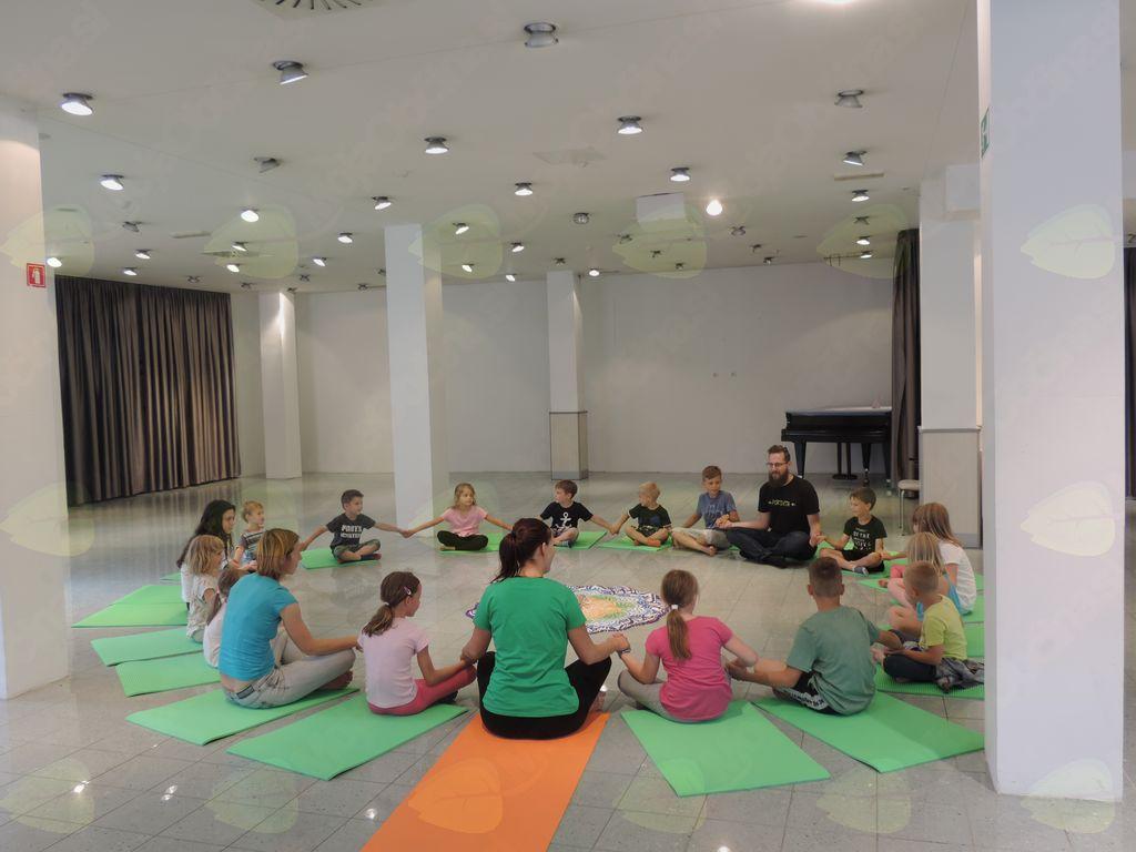 Pravljična joga v knjižnici Trebnje