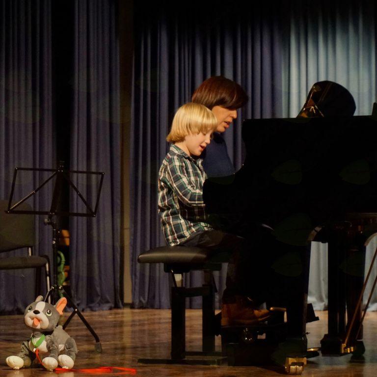 Petletni Žan Rafael, najmlajši učenec klavirja