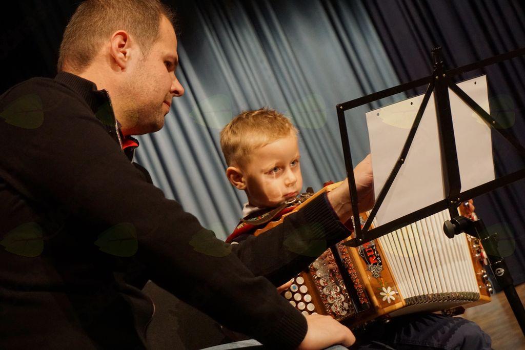 Štiriletni Tevž, najmlajši učenec glasbene šole Polton