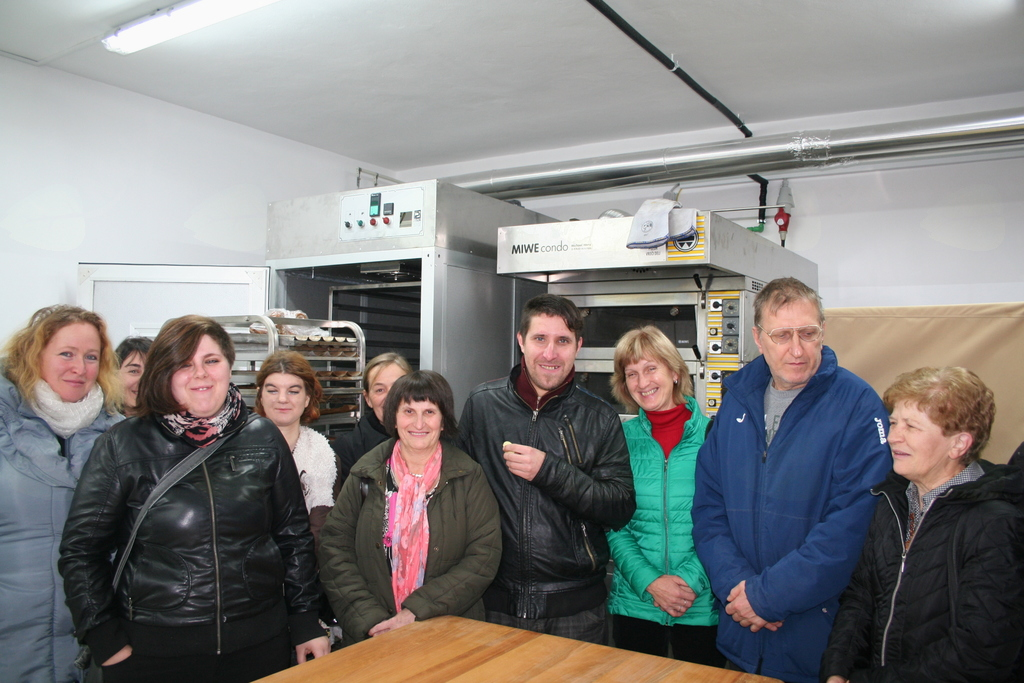 Udeleženci NPK Izdelovalca kruha, potic, peciva in testenin na tradicionalen način v Grajski pekarni