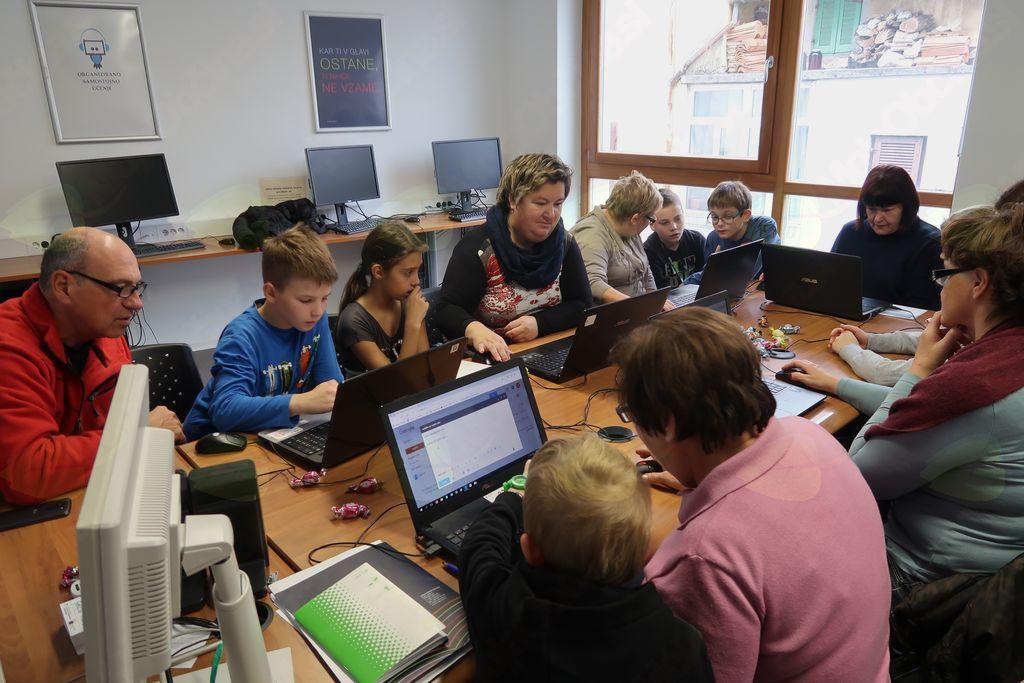 Otroci in odrasli z roko v roki uspešno zaključili mednarodni projekt
