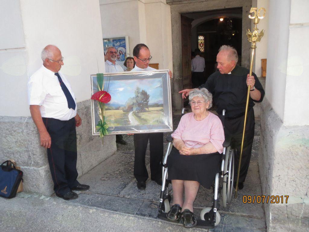 Slika je darilo občine zlatomašniku.