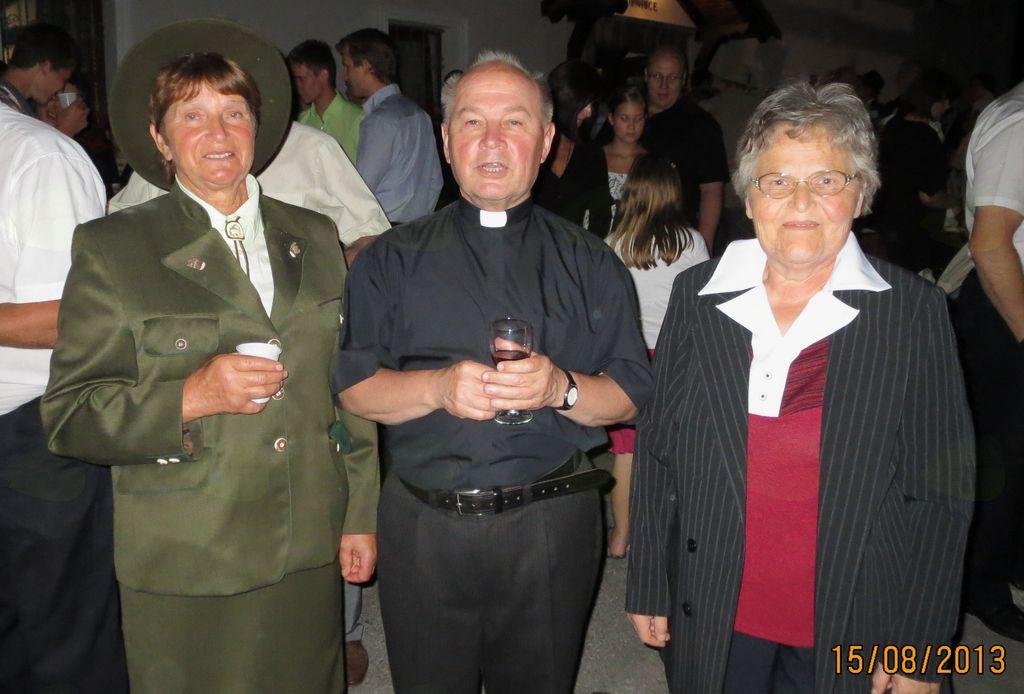 Zlatomašnik Marijan Peklaj s sošolko Minko Veršič in sestro Mari Obrstar