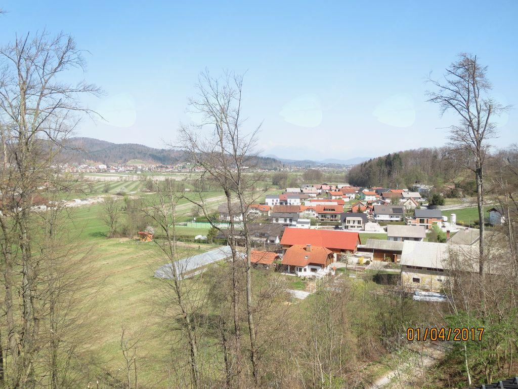 Občasna zapora ceste v Vnanjih Goricah, Pod Goricami