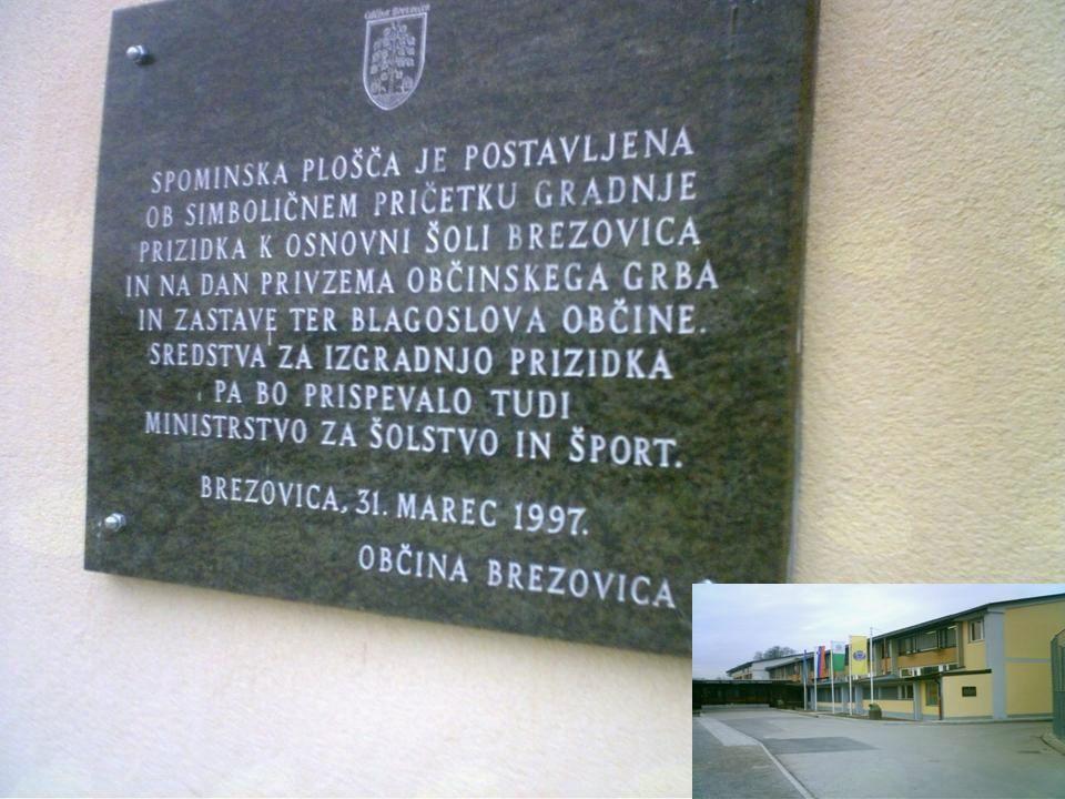 Spominska plošča na pročelju OŠ Brezovica, ki spominja na to slovesnost.
