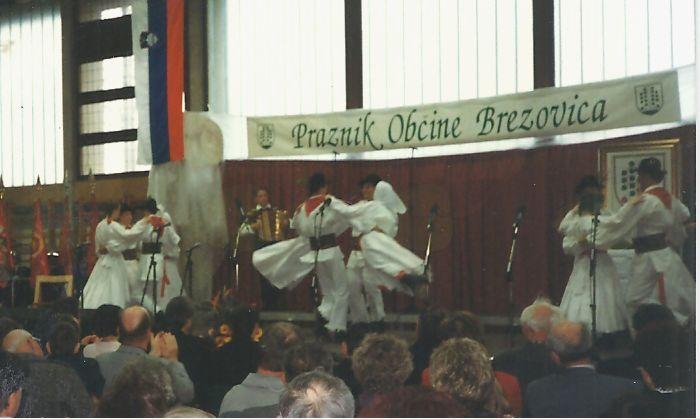Folklorna skupina Rožmarin iz Vnanjih Goric.