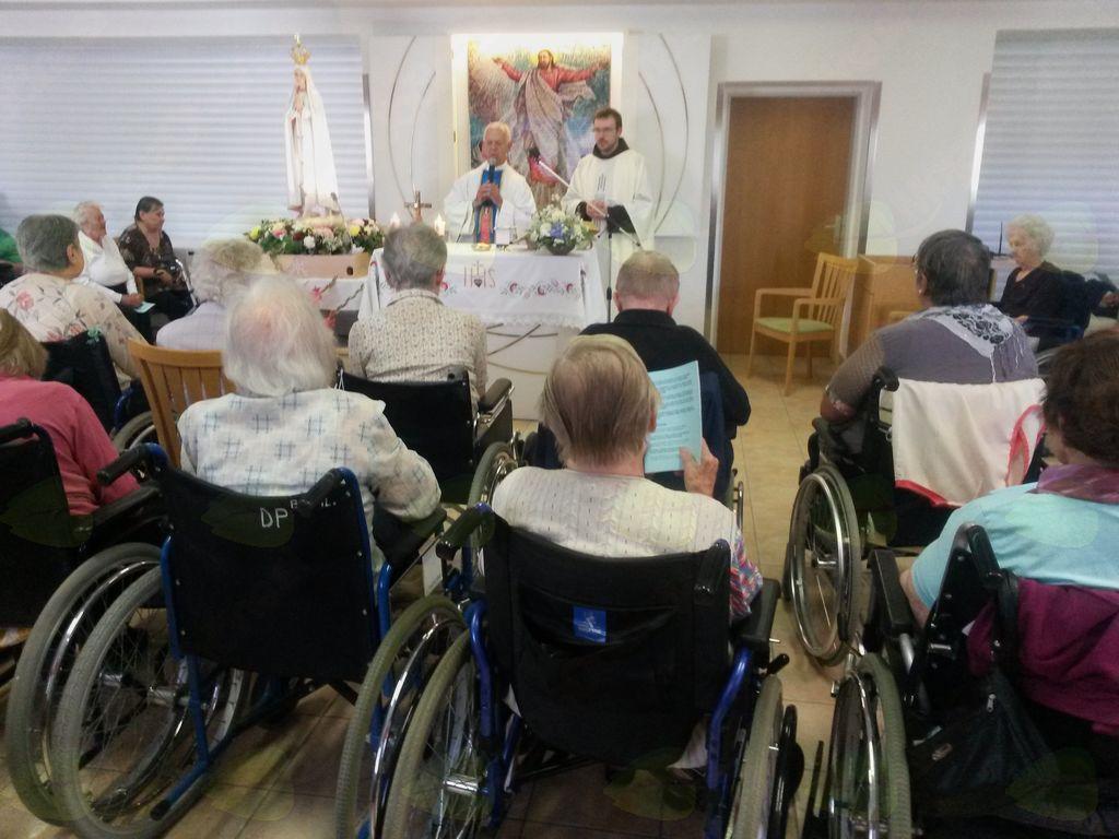 Pri fatimski Mariji v kapeli na Bokalcih.