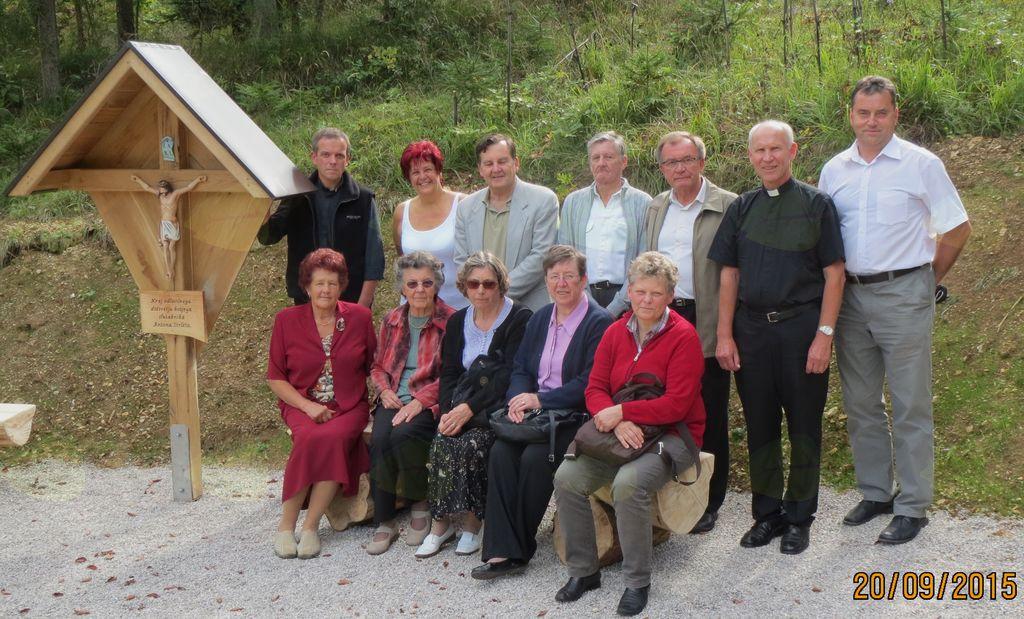 Skupaj s sorodniki svetniškega kandidata gospoda Antona Strleta v Osredku nad Cerknico.