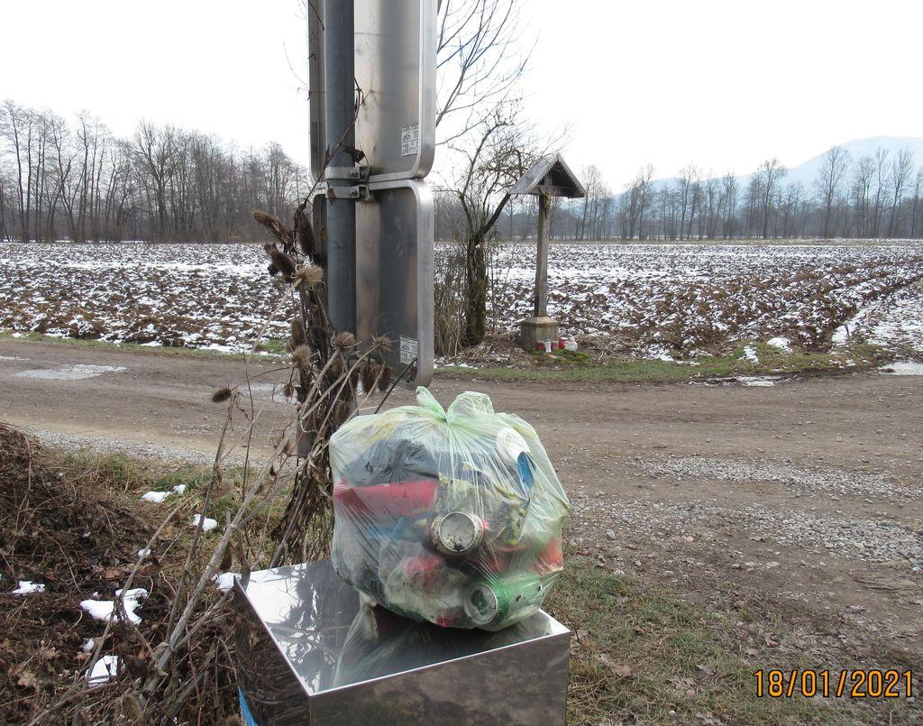 Poberimo smeti, preden narava ozeleni!