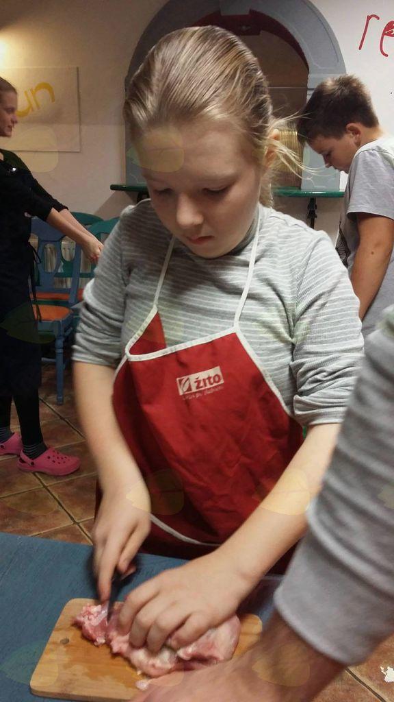 """5. Petkove kuharije """"Pečenice in kisla repa"""""""
