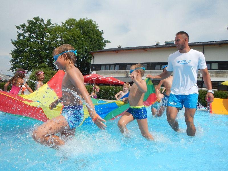 Kdaj prijaviti otroka na tečaj plavanja?