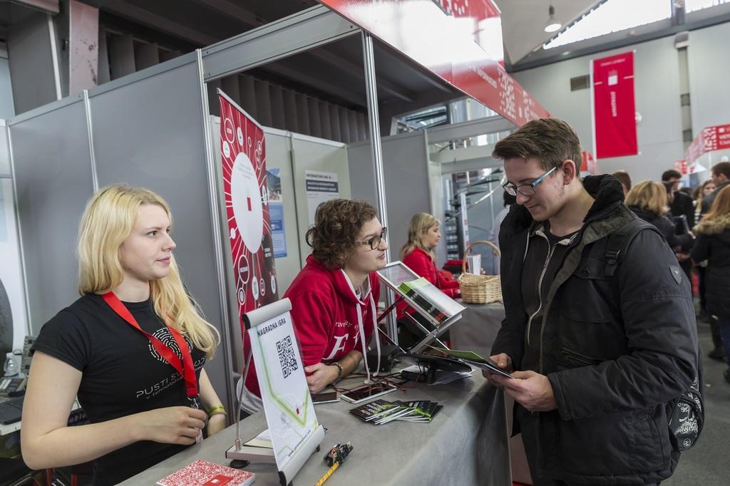 Na Informativi bo ljubljanska Fakulteta za elektrotehniko tudi teleportirala v prihodnost