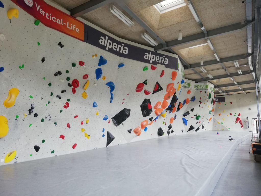 Radovljiški plezalci solidni na zadnji balvanski tekmi evropskega mladinskega pokala
