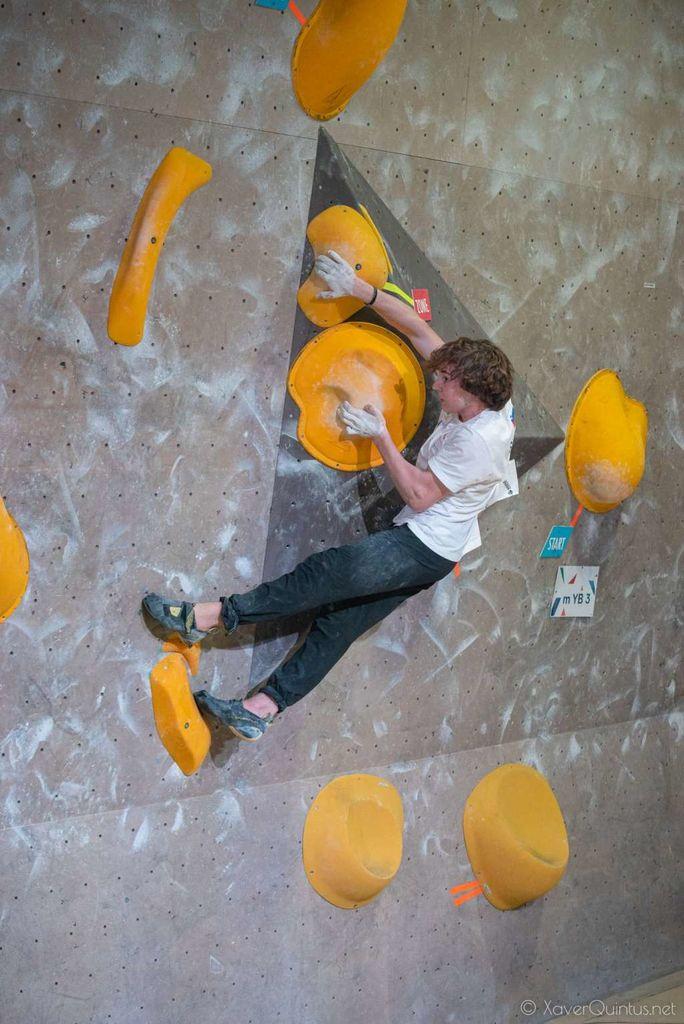 Športni plezalec Gorazd Jurekovič na Portugalskem spet na najvišji stopnički