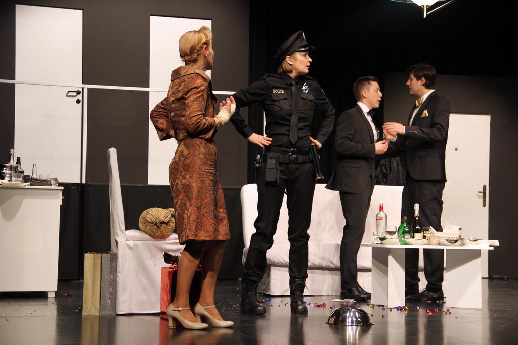 FOTOREPORTAŽA: Govorice v Teatru Janez Jalen