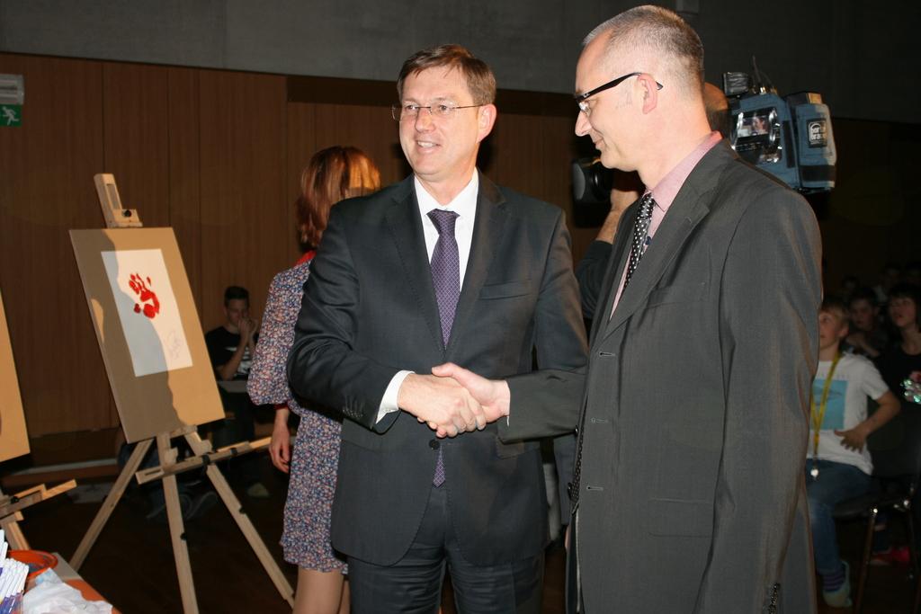 FOTOREPORTAŽA: Predsednik vlade RS in ministrica na uvodnem dogodku projekta Skupaj smo večji