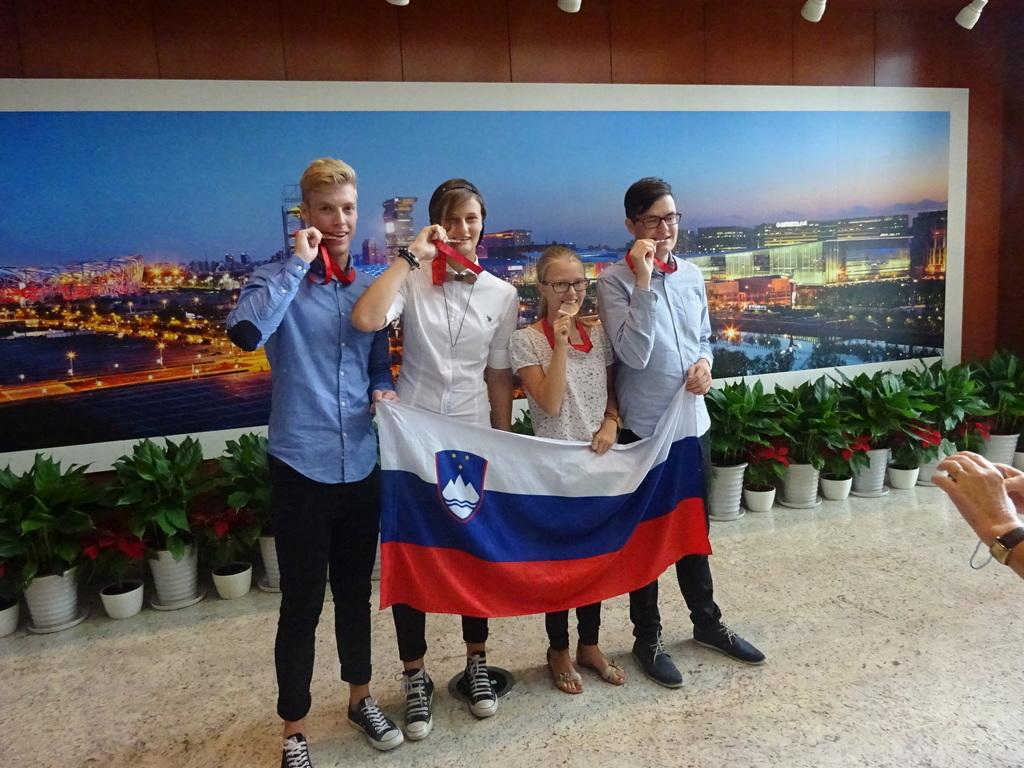 Anže Šimah s srebrno medaljo iz geografske olimpijade