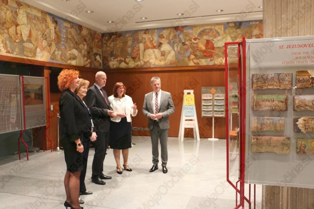 Čebelarski muzej in OŠ Antona Janše v Državnem zboru RS