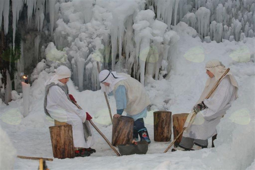 Ogled ledenih jaslic v Mojstrani