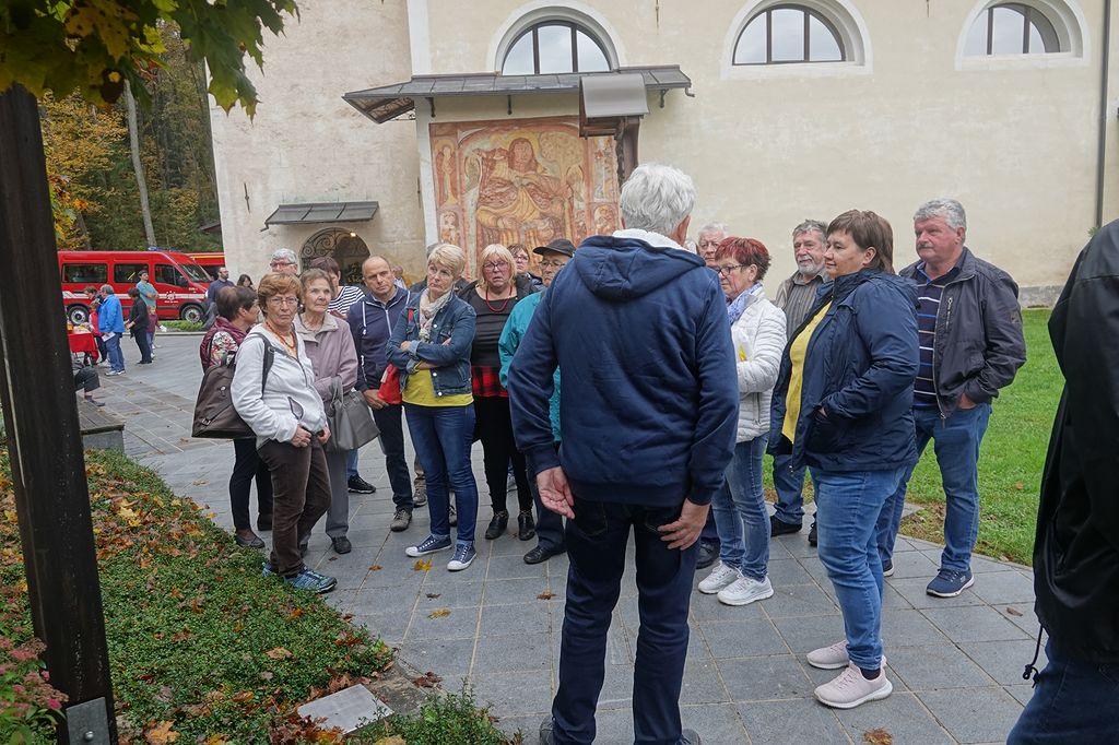 Predsednik KD Šmonca Rudi Zevnik nam je na Bregu ob Savi predstavil zgodovino kraja