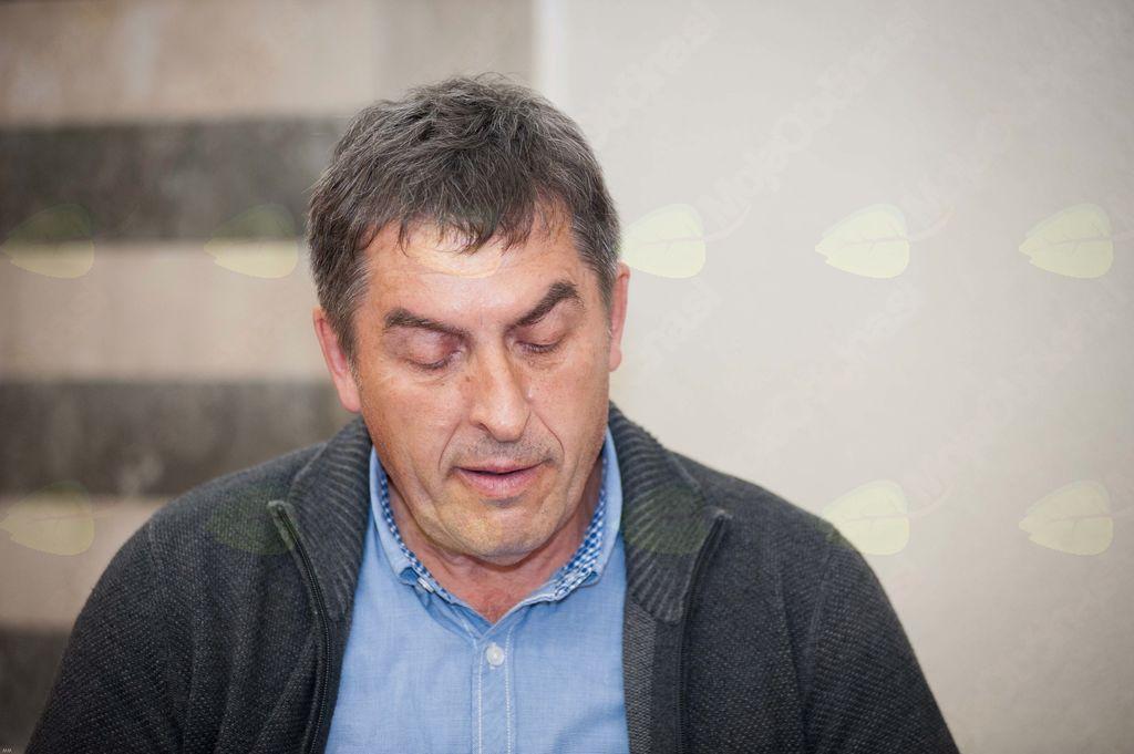 Član vrhniške lit. skupine: Milan Žniderič