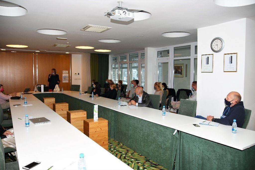 Foto: Slavko Pajntar (Pinki), sejna soba v Ivančni Gorici