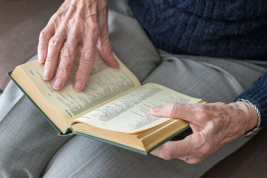 Pridobiti znanje o demenci - za lažje življenje z demenco