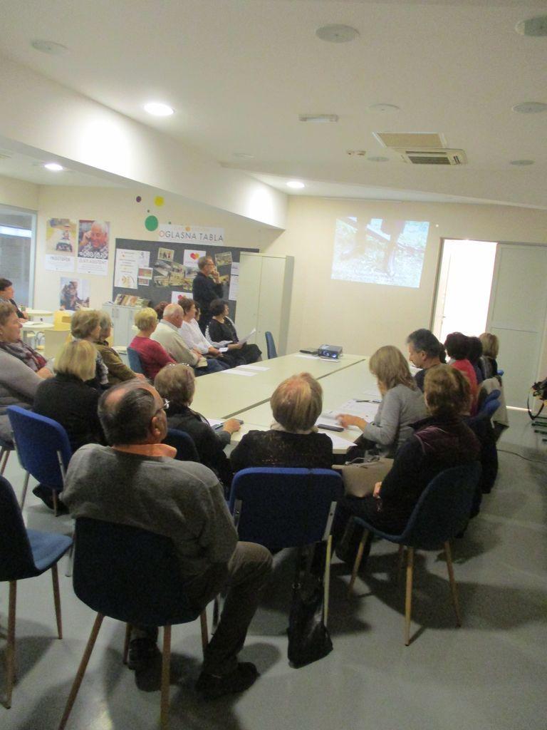Poročilo z izobraževanja prostovoljcev-družabnikov ljudem z demenco na Ptuju