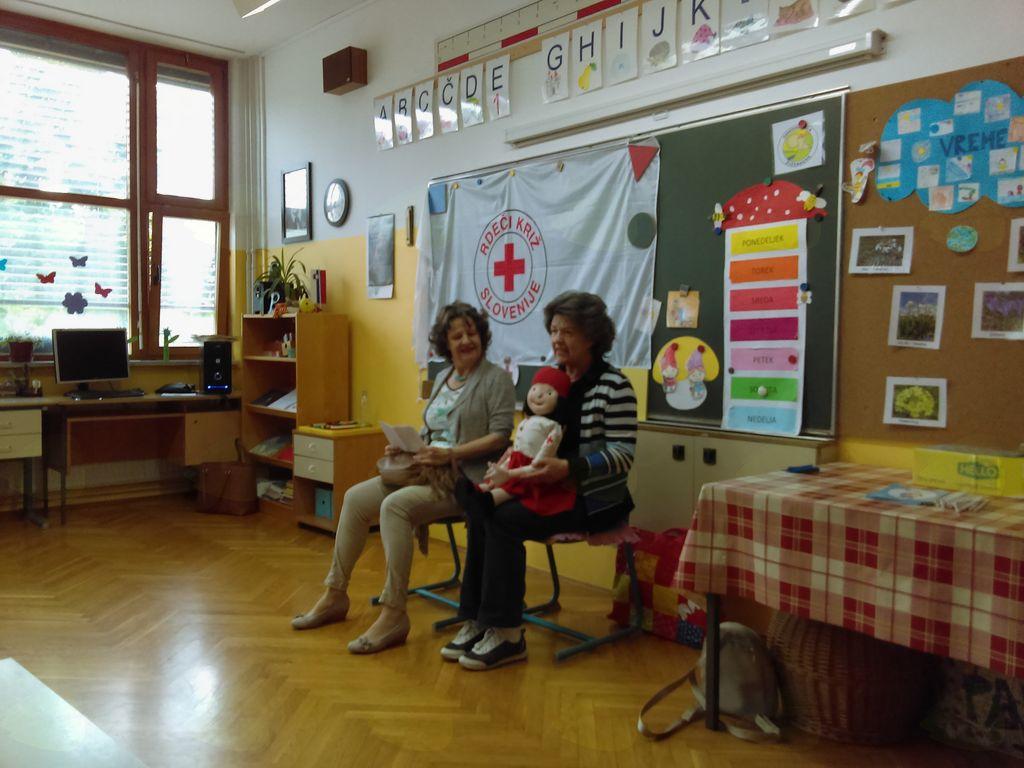 Sprejem prvošolcev med mlade člane Rdečega križa