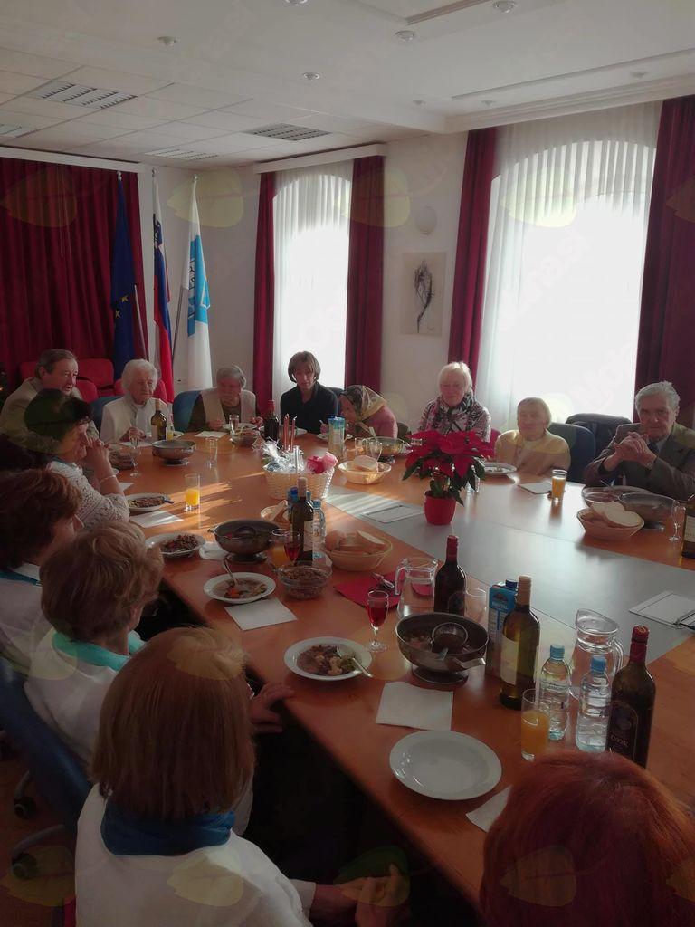 Preddvorski župan je na tradicionalnem decembrskem sprejemu gostil občane, stare 90 let in več