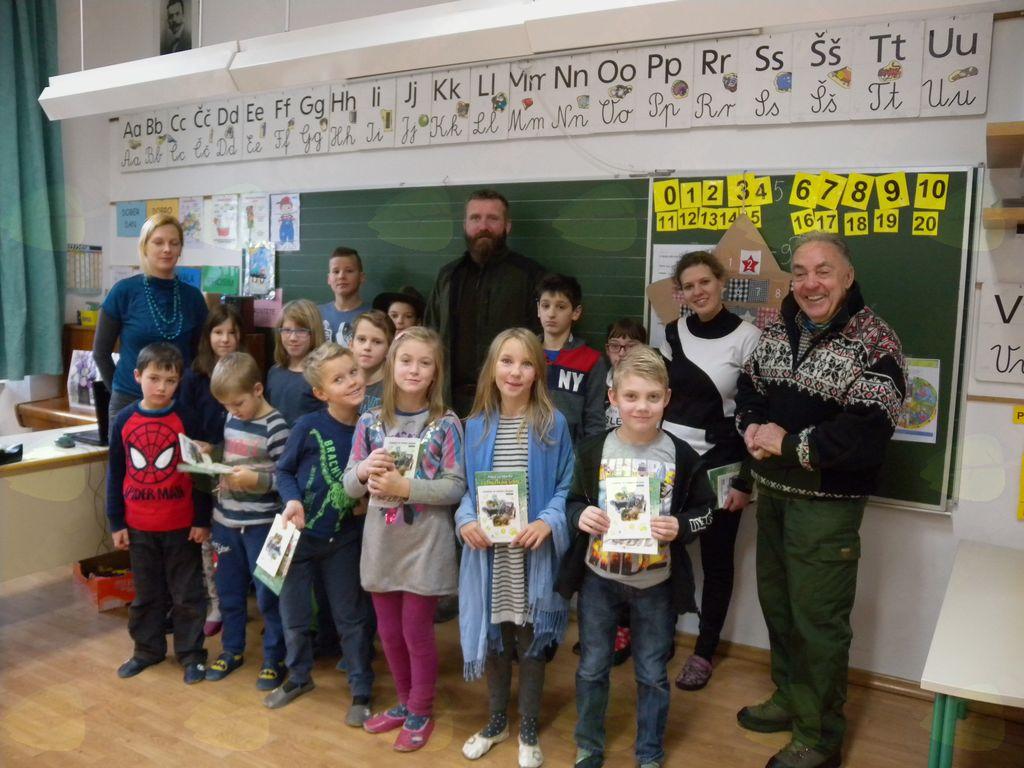 Lovca obiskala učence v podružnični osnovni  šoli Matije Valjavca Preddvor v Kokri
