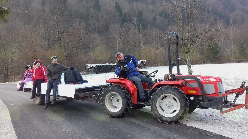 Asfaltiranje cest v Kokri