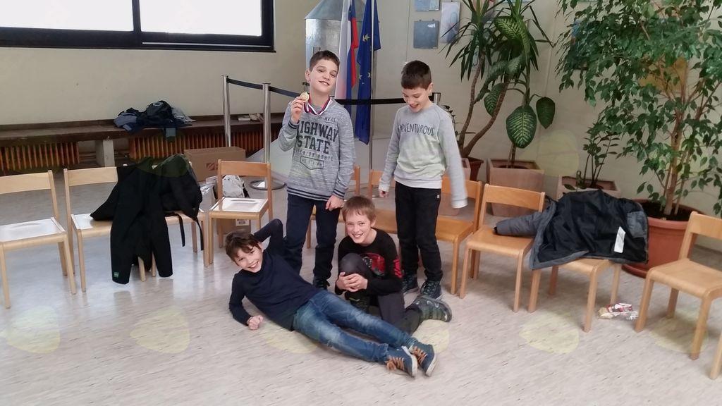 Na gorenjskem kadetskem prvenstvu v šahu so tekmovalci iz OŠ Preddvor osvojili zlato in bronasto kolajno
