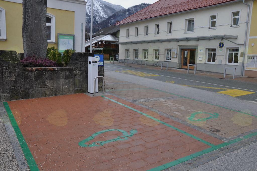 Parkirno mesto za električna vozila v Preddvoru