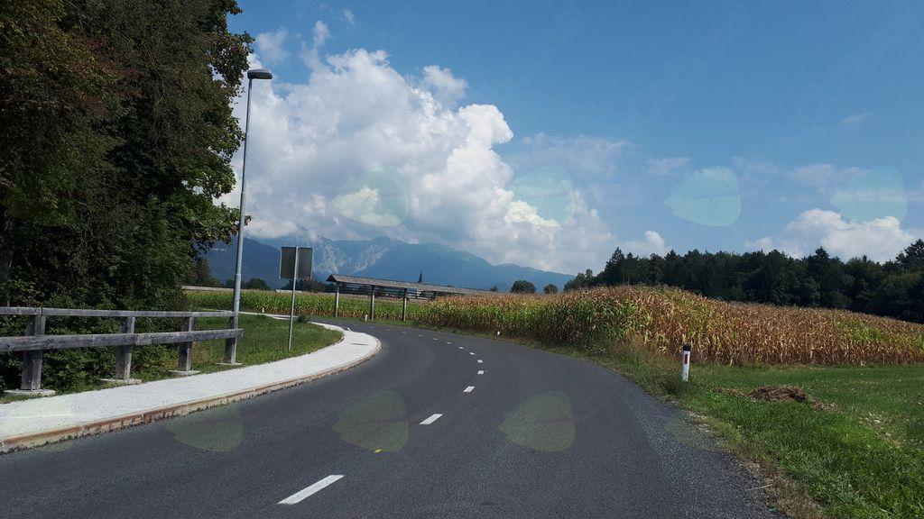Površinska prevleka ceste na Spodnji Beli