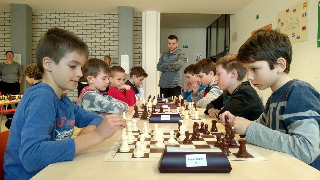 Ekipi preddvorskih šahistk in šahistov do 12 let najboljši na Gorenjskem
