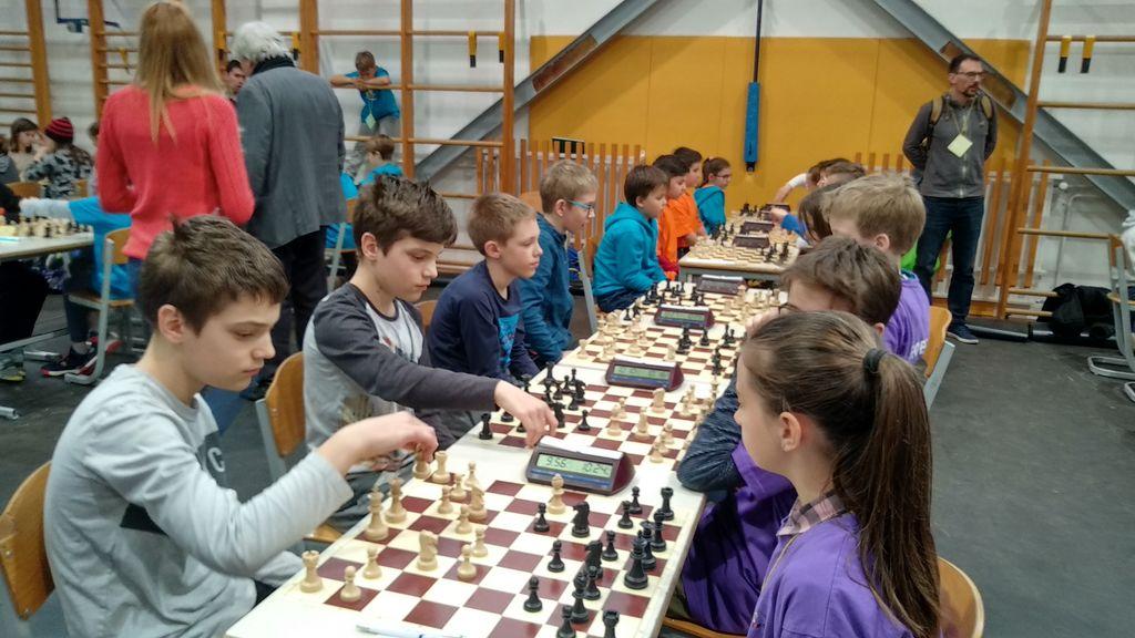Učenci šahovskega krožka OŠ Preddvor so dobro igrali na ekipnem državnem prvenstvu za fante do 12 let