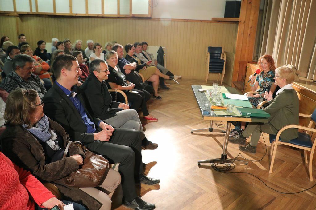 Pogovorni večer z Izo Login v Preddvoru, foto: Tina Dokl, Gorenjski Glas