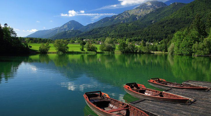 Veslanje za otroške sanje, dobrodelni dogodek ob svečani splavitvi čolnov na jezeru Črnava