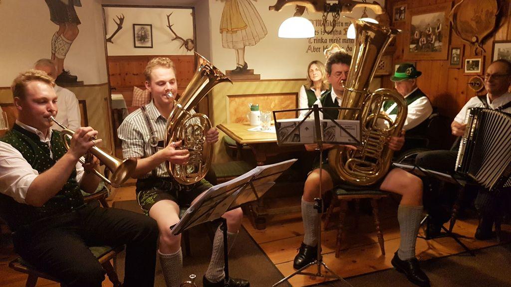 Družinski orkesterček v gostilni