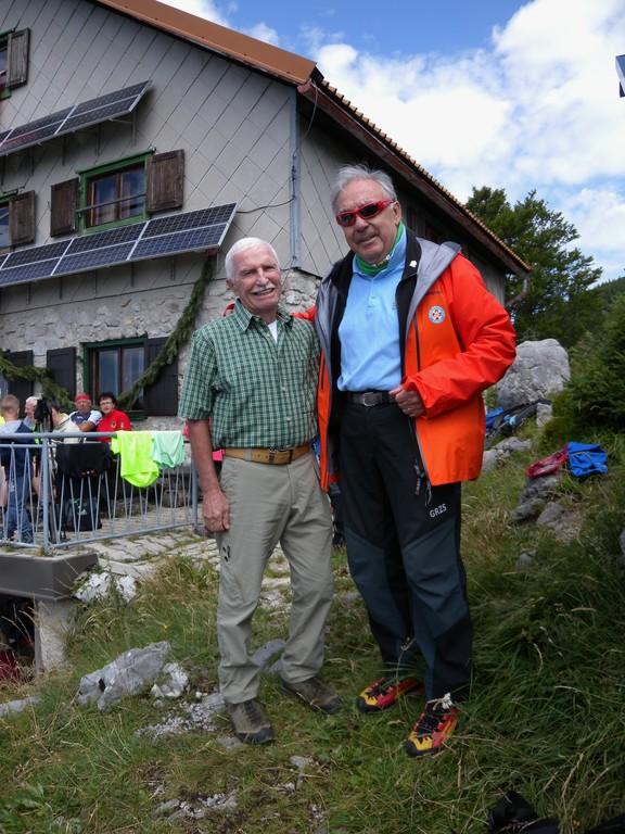Stara znanca veterana alpinista, gorska reševalca Tomaž Jamnik in Franci Ekar