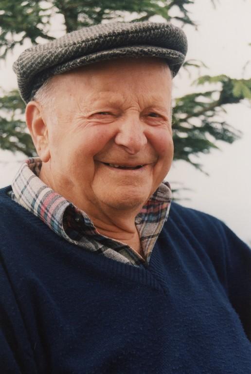Janez Jalen- Kocar, ki je postavil prvi križ na Storžiču leta 1935, tudi on je bil med pobudniki ponovne postavitve
