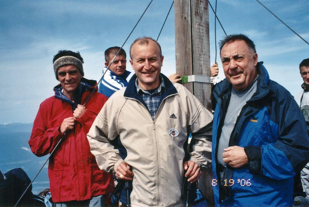 Župnik Miha Lavrinec, škof dr. Anton Jamnik in župan Franci Ekar leta 2006