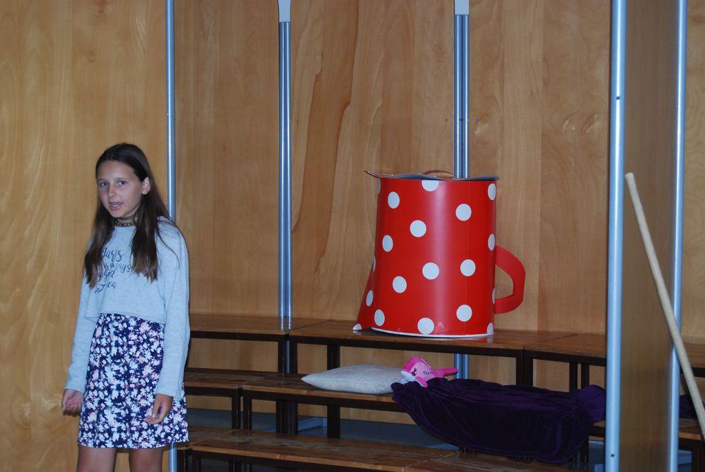 Veronika je recitirala Pavčkovo pesem Otroci.