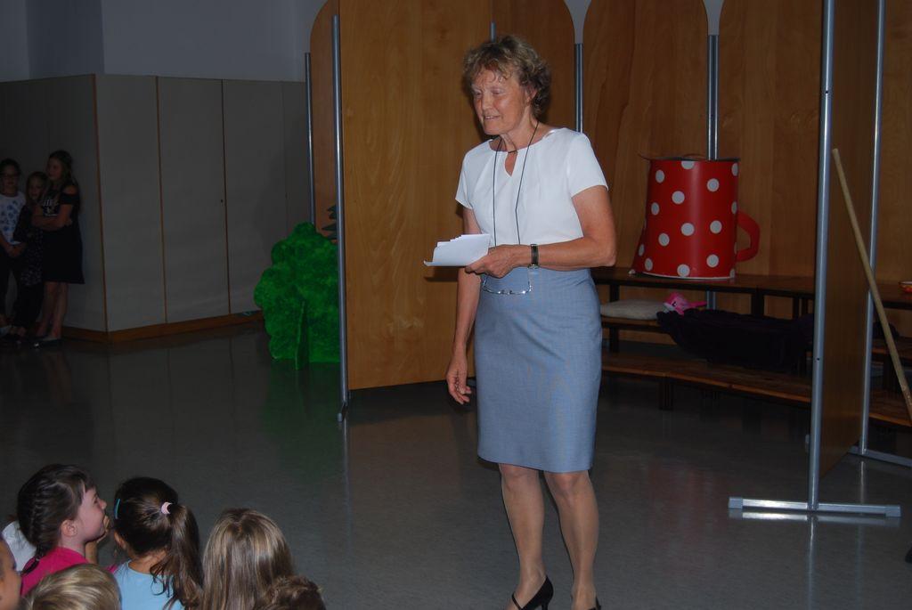 Sprejem prvošolčkov je povezovala učiteljica Francka Planinc.